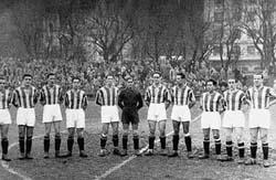 Paco Bienzobas es el primero por la derecha